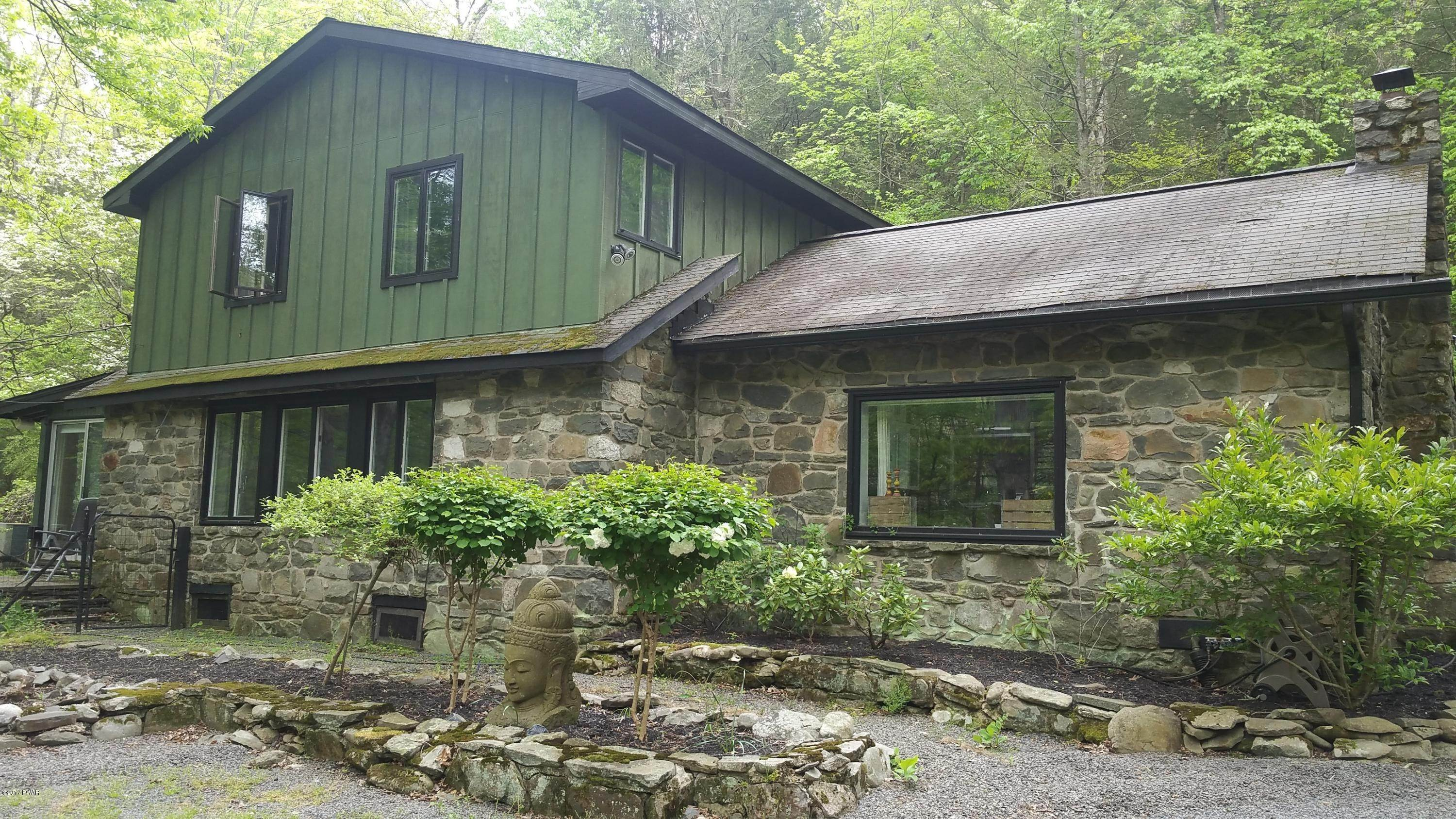 Single Family Homes for Sale at 13 Country Creek Ln East Stroudsburg, Pennsylvania 18302 United States