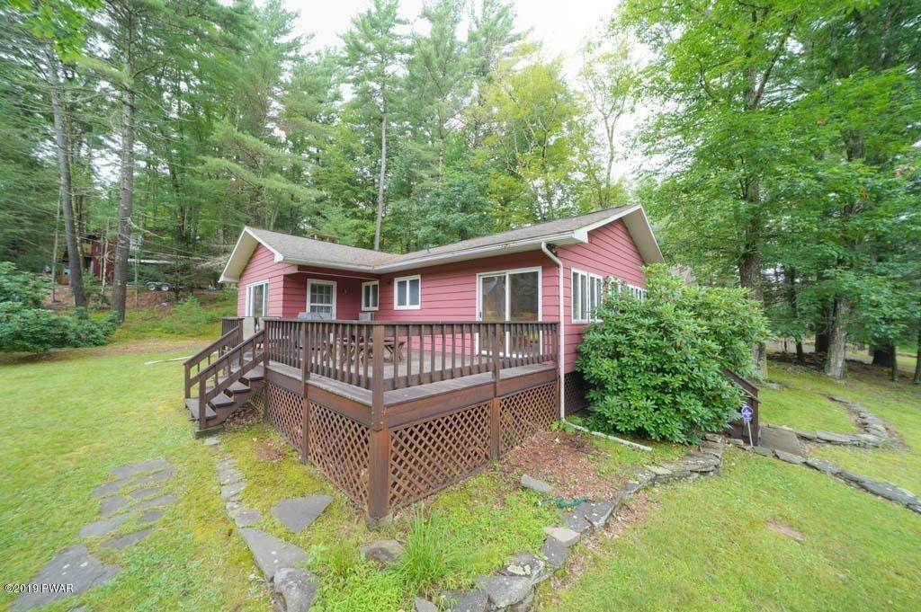 14. Single Family Homes for Sale at 101 Sunny Side Rd Tafton, Pennsylvania 18464 United States