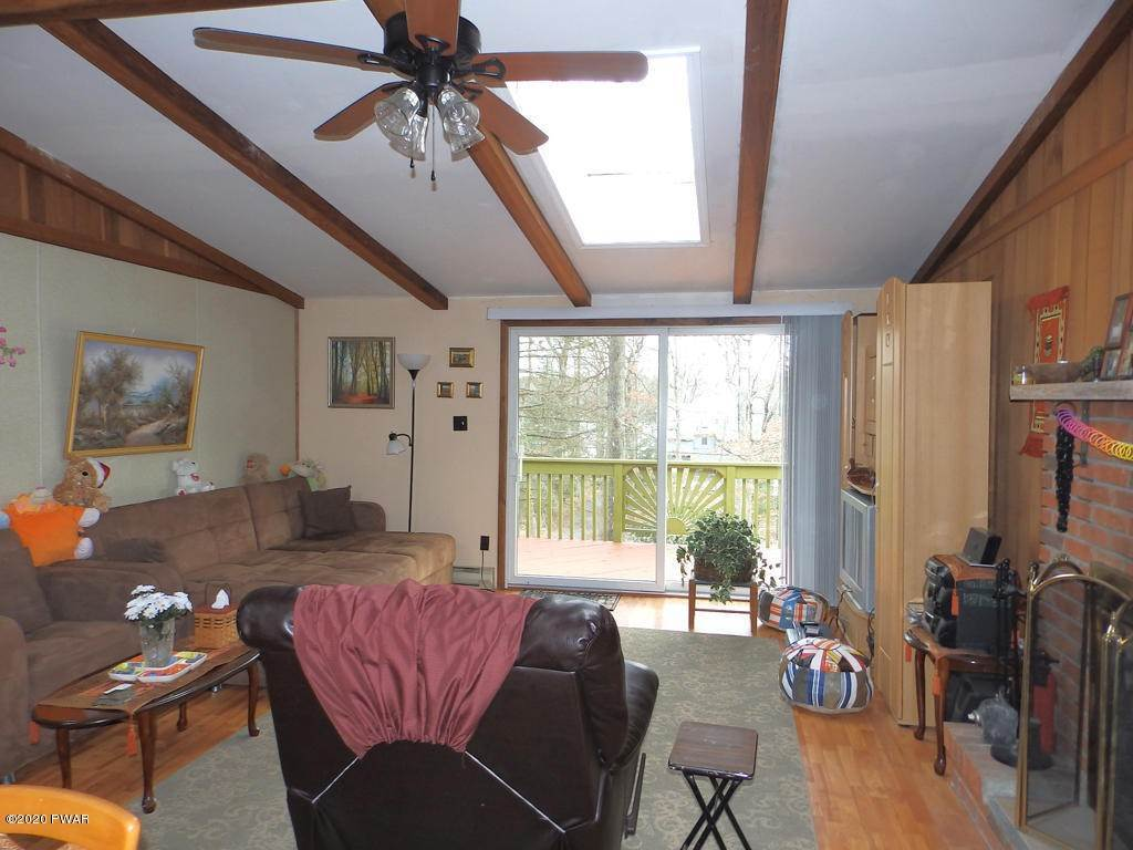 7. Single Family Homes for Sale at 242 Mountain Lake Dr Dingmans Ferry, Pennsylvania 18328 United States