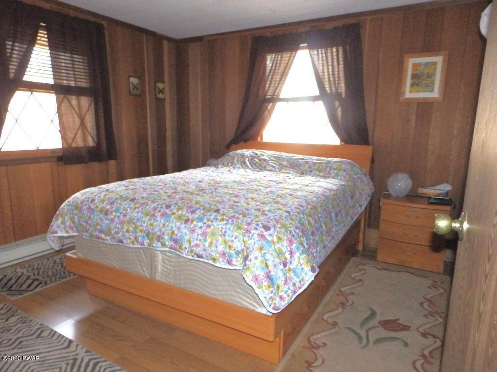12. Single Family Homes for Sale at 242 Mountain Lake Dr Dingmans Ferry, Pennsylvania 18328 United States