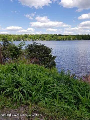 29. Single Family Homes for Sale at 224 W Shore Dr Lake Ariel, Pennsylvania 18436 United States