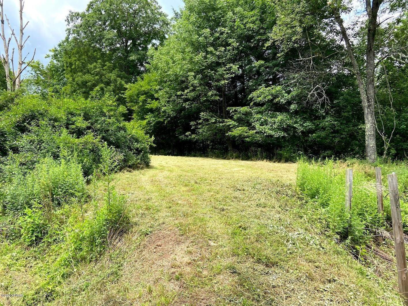 16. Single Family Homes for Sale at 1453 Calkins Rd Milanville, Pennsylvania 18443 United States
