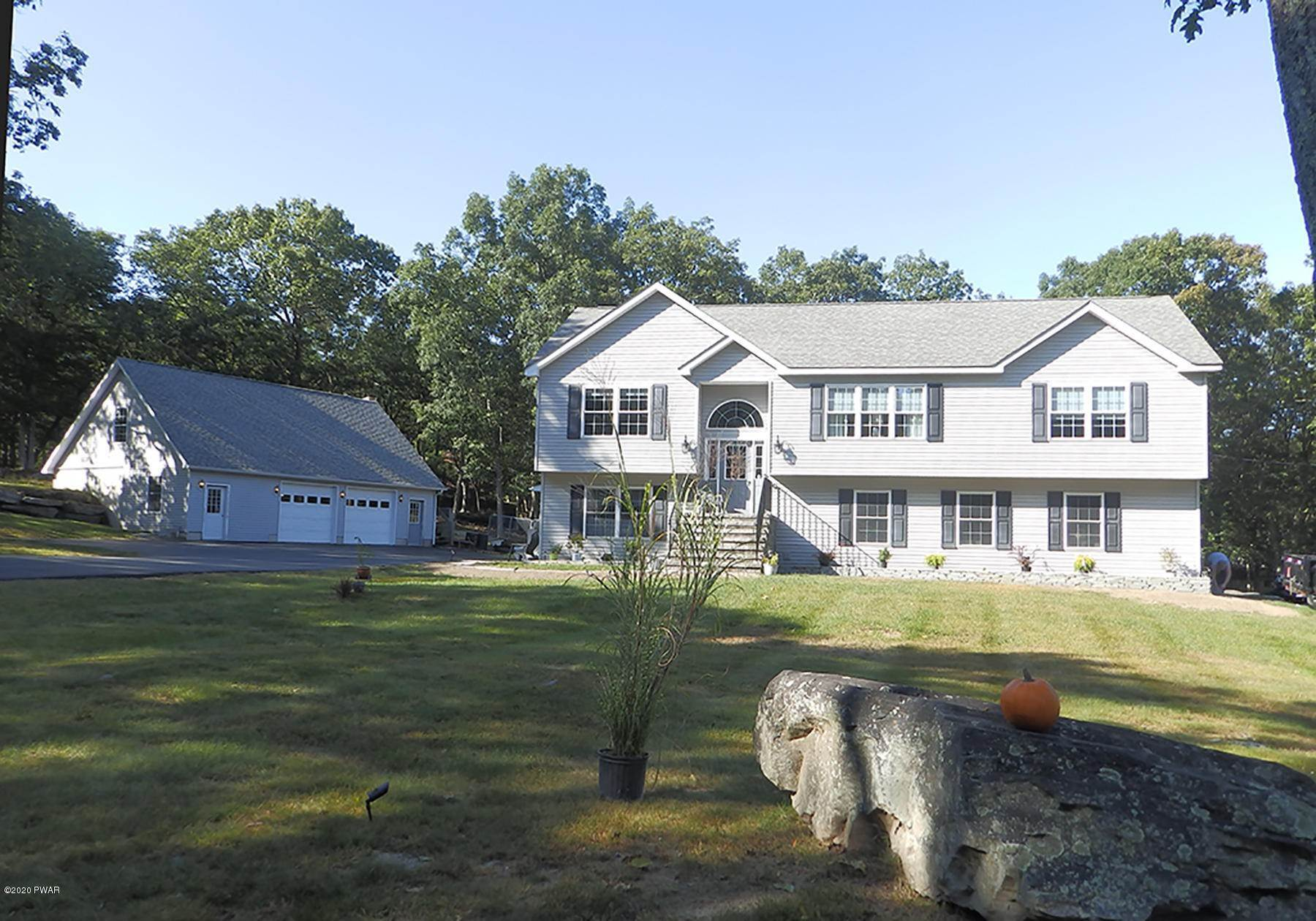 Single Family Homes for Sale at 100 Elm Cove Dingmans Ferry, Pennsylvania 18328 United States
