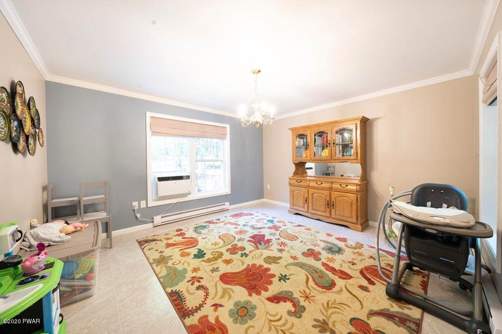 11. Single Family Homes for Sale at 149 Lakeview Cir Hawley, Pennsylvania 18428 United States