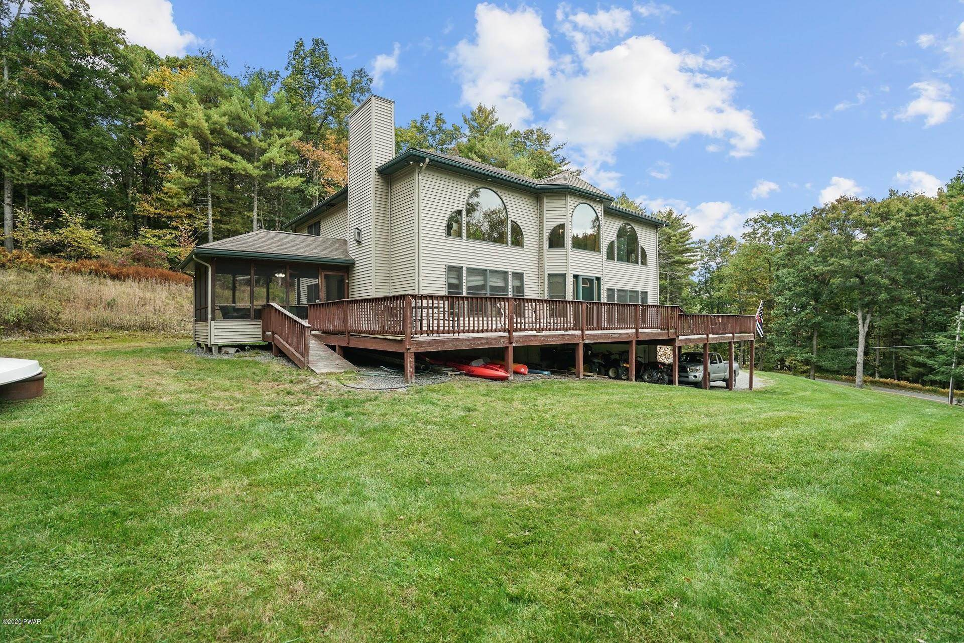 Single Family Homes for Sale at 127 Egypt Rd Tafton, Pennsylvania 18464 United States