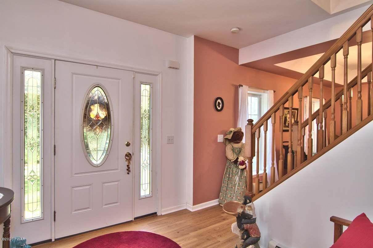 55. Single Family Homes for Sale at 59 Deer Run Rd Lakeville, Pennsylvania 18438 United States