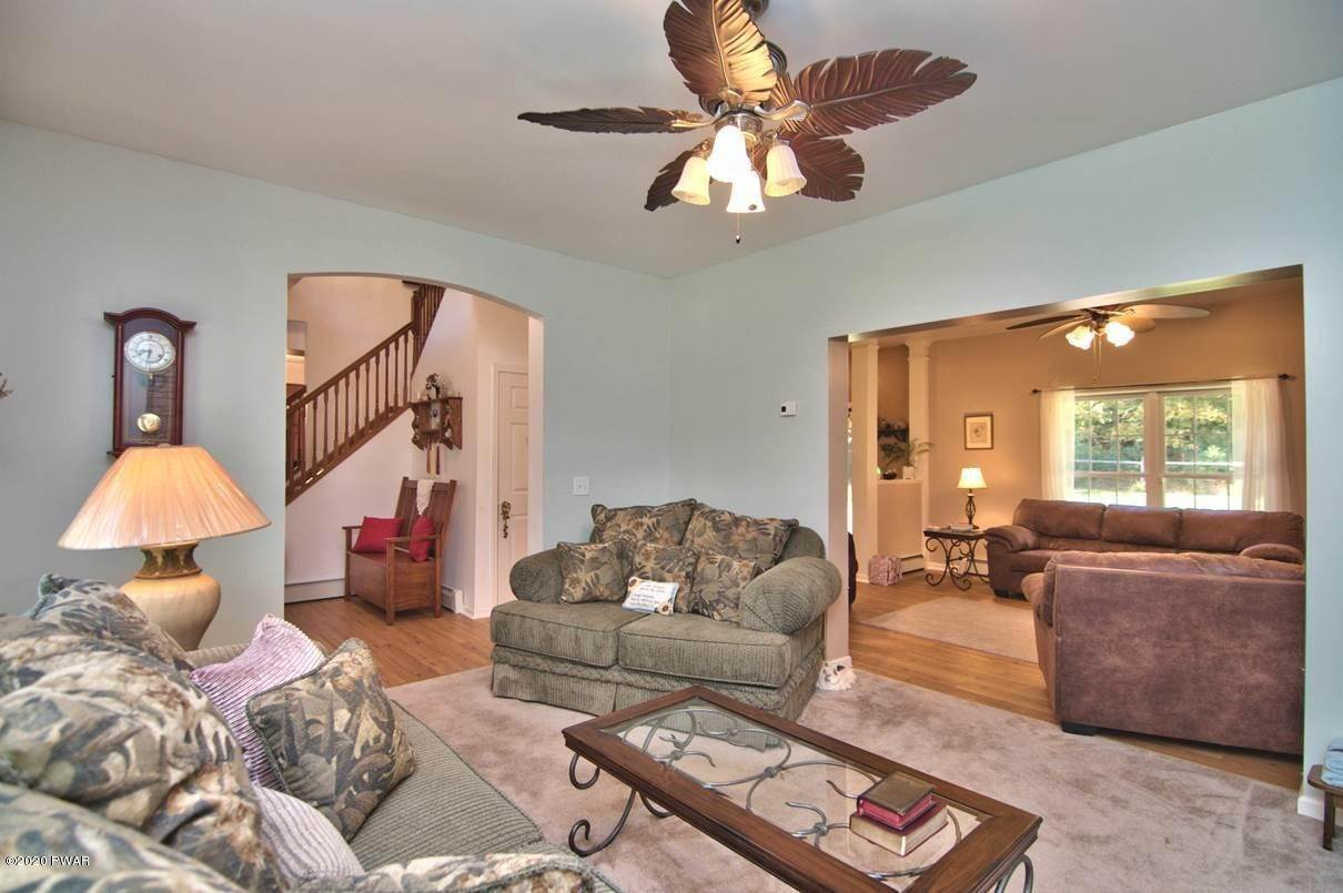 16. Single Family Homes for Sale at 59 Deer Run Rd Lakeville, Pennsylvania 18438 United States