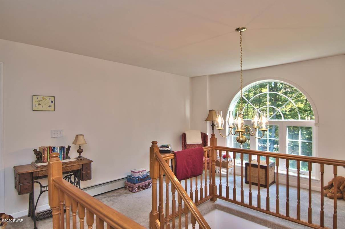 23. Single Family Homes for Sale at 59 Deer Run Rd Lakeville, Pennsylvania 18438 United States