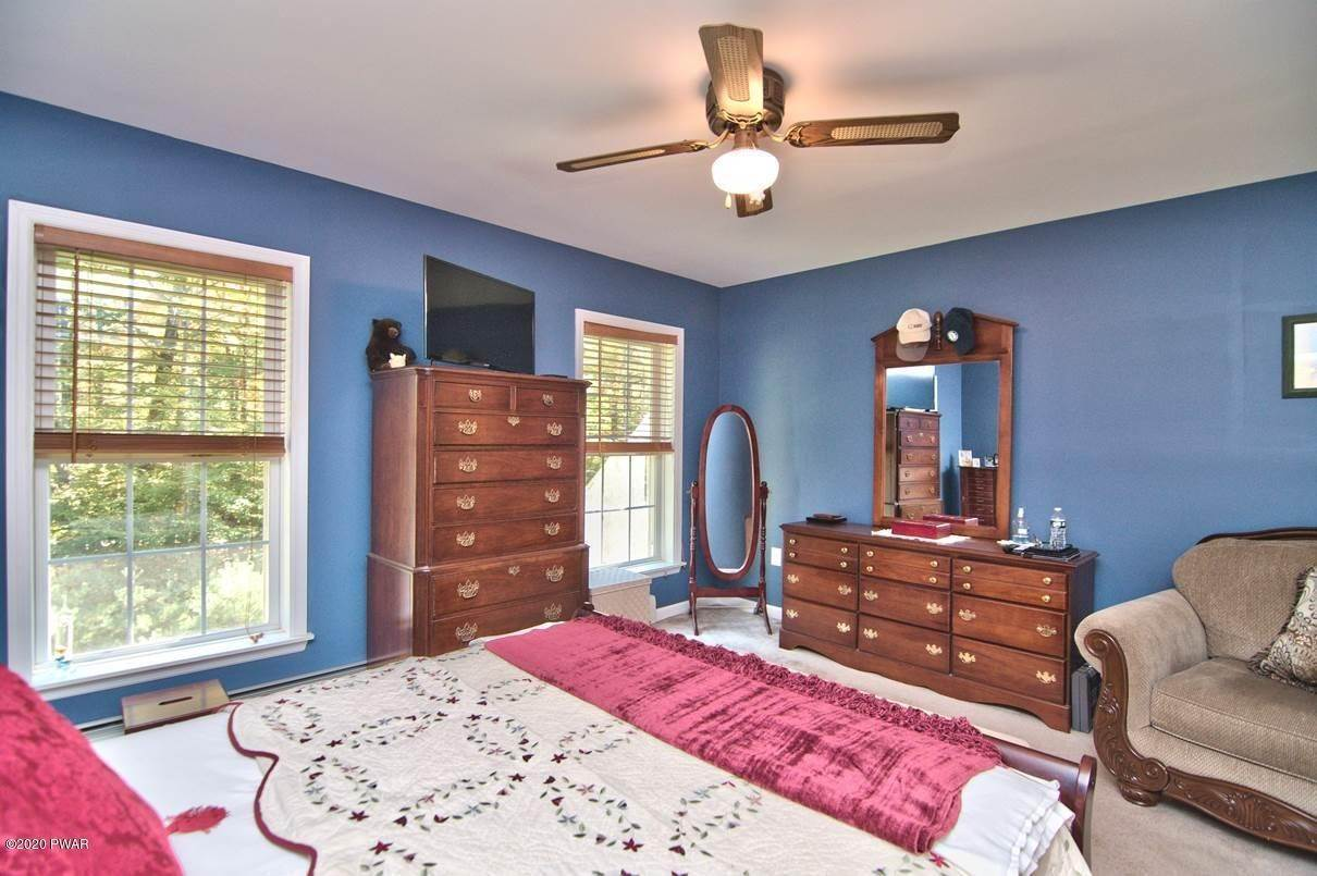 26. Single Family Homes for Sale at 59 Deer Run Rd Lakeville, Pennsylvania 18438 United States
