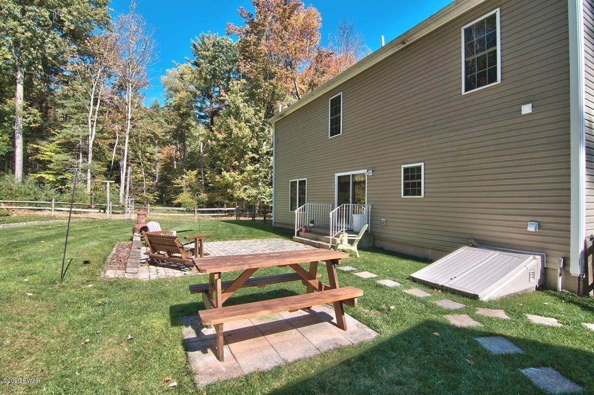 46. Single Family Homes for Sale at 59 Deer Run Rd Lakeville, Pennsylvania 18438 United States