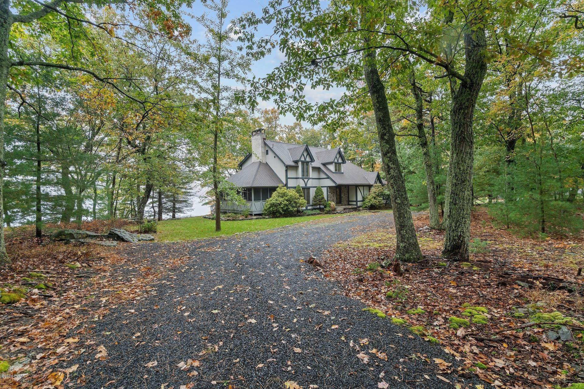 51. Single Family Homes for Sale at 114 Miller Ct Milford, Pennsylvania 18337 United States