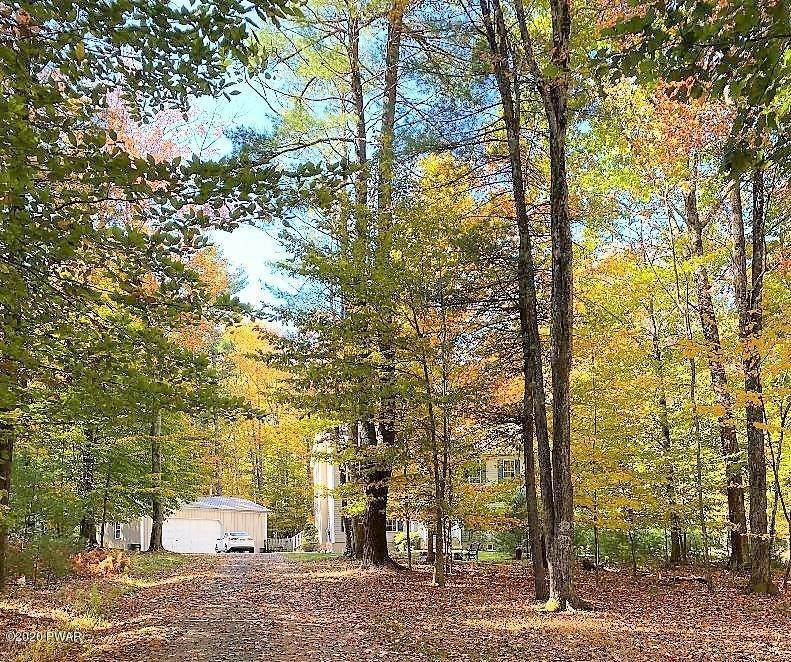 3. Single Family Homes for Sale at 59 Deer Run Rd Lakeville, Pennsylvania 18438 United States