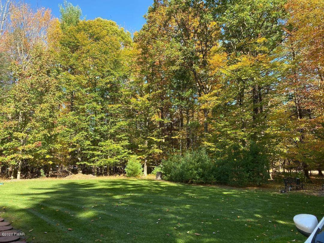 54. Single Family Homes for Sale at 59 Deer Run Rd Lakeville, Pennsylvania 18438 United States
