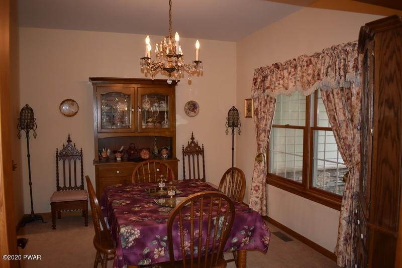16. Single Family Homes for Sale at 39 Twin Pond Way Hawley, Pennsylvania 18428 United States
