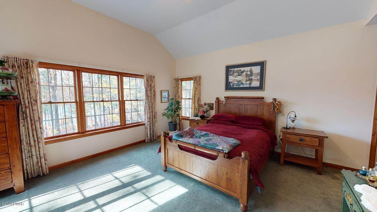 17. Single Family Homes for Sale at 39 Twin Pond Way Hawley, Pennsylvania 18428 United States