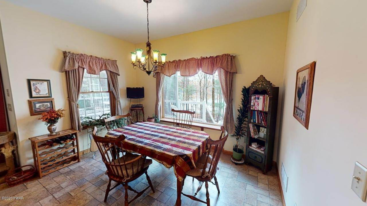 8. Single Family Homes for Sale at 39 Twin Pond Way Hawley, Pennsylvania 18428 United States