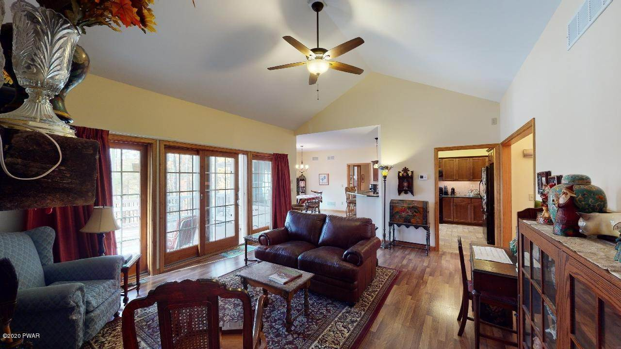 11. Single Family Homes for Sale at 39 Twin Pond Way Hawley, Pennsylvania 18428 United States