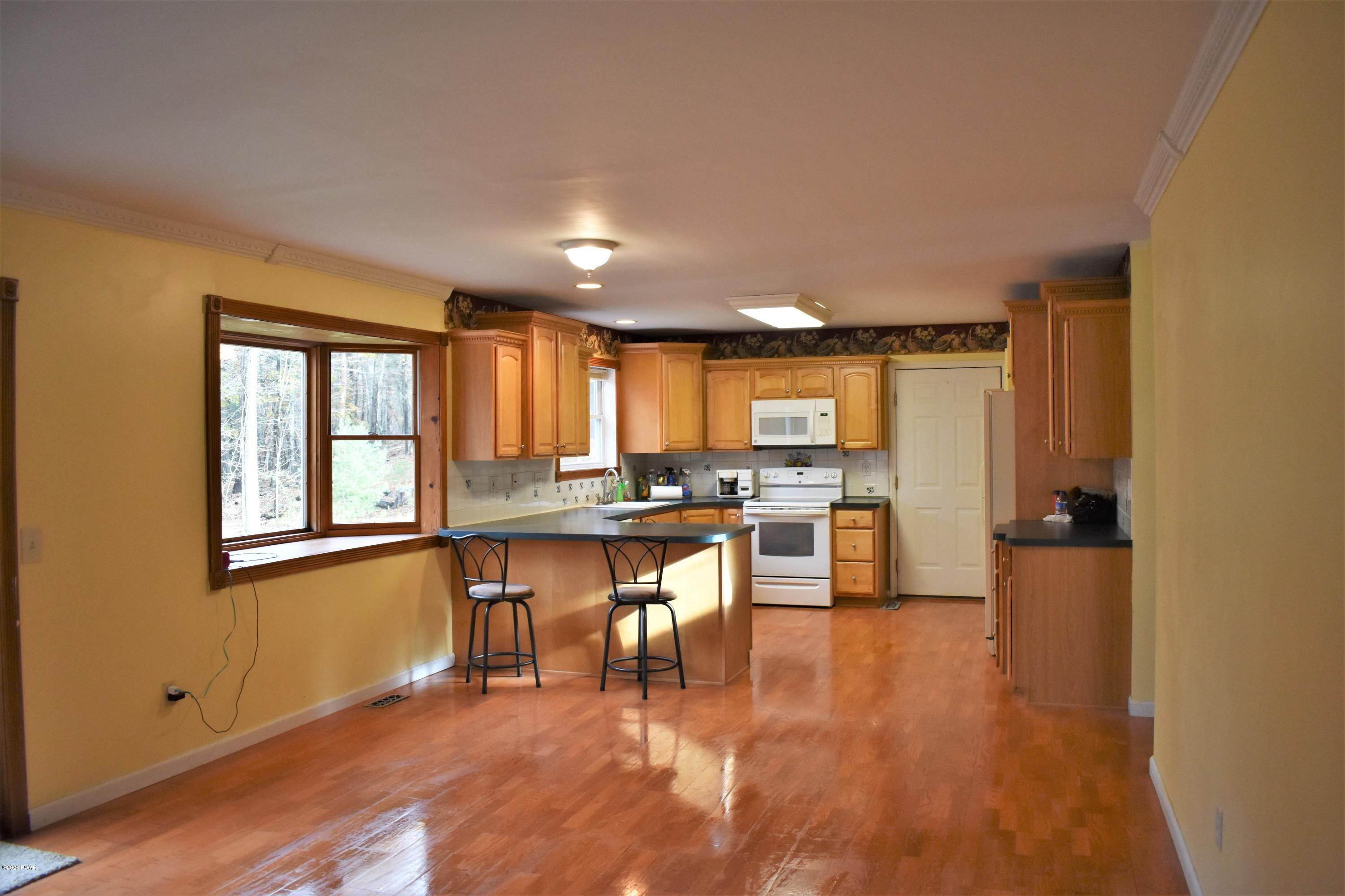 10. Single Family Homes for Sale at 102 White Pine Court Milford, Pennsylvania 18337 United States