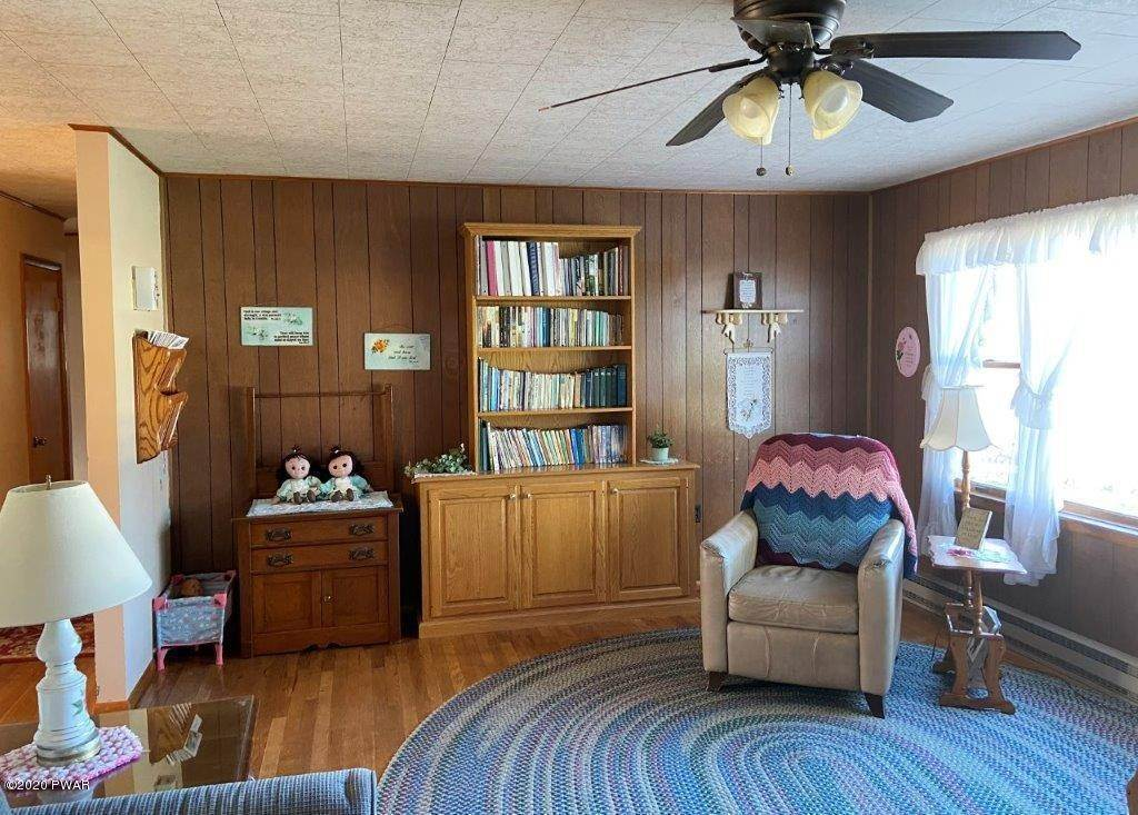 28. Single Family Homes for Sale at 20 Little Spring Ln Beach Lake, Pennsylvania 18405 United States