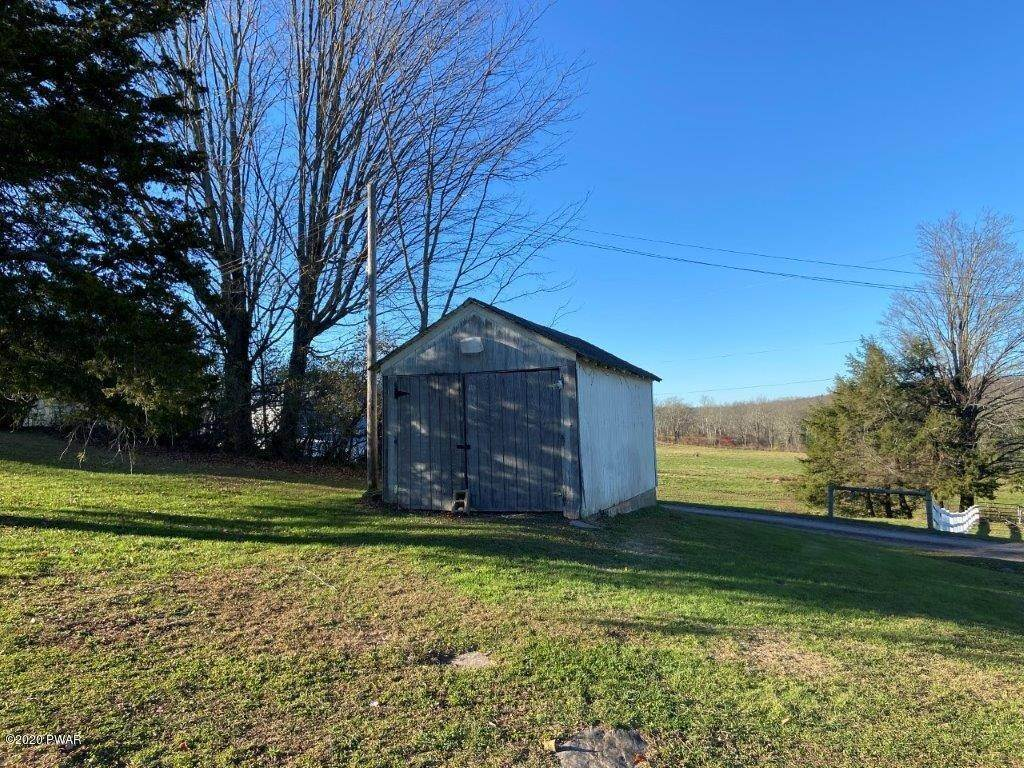 13. Single Family Homes for Sale at 20 Little Spring Ln Beach Lake, Pennsylvania 18405 United States