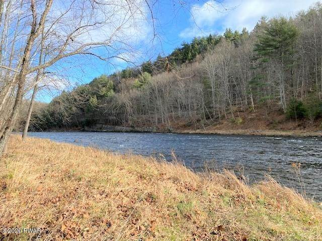 32. Single Family Homes for Sale at 961 Pa-590 Lackawaxen, Pennsylvania 18435 United States