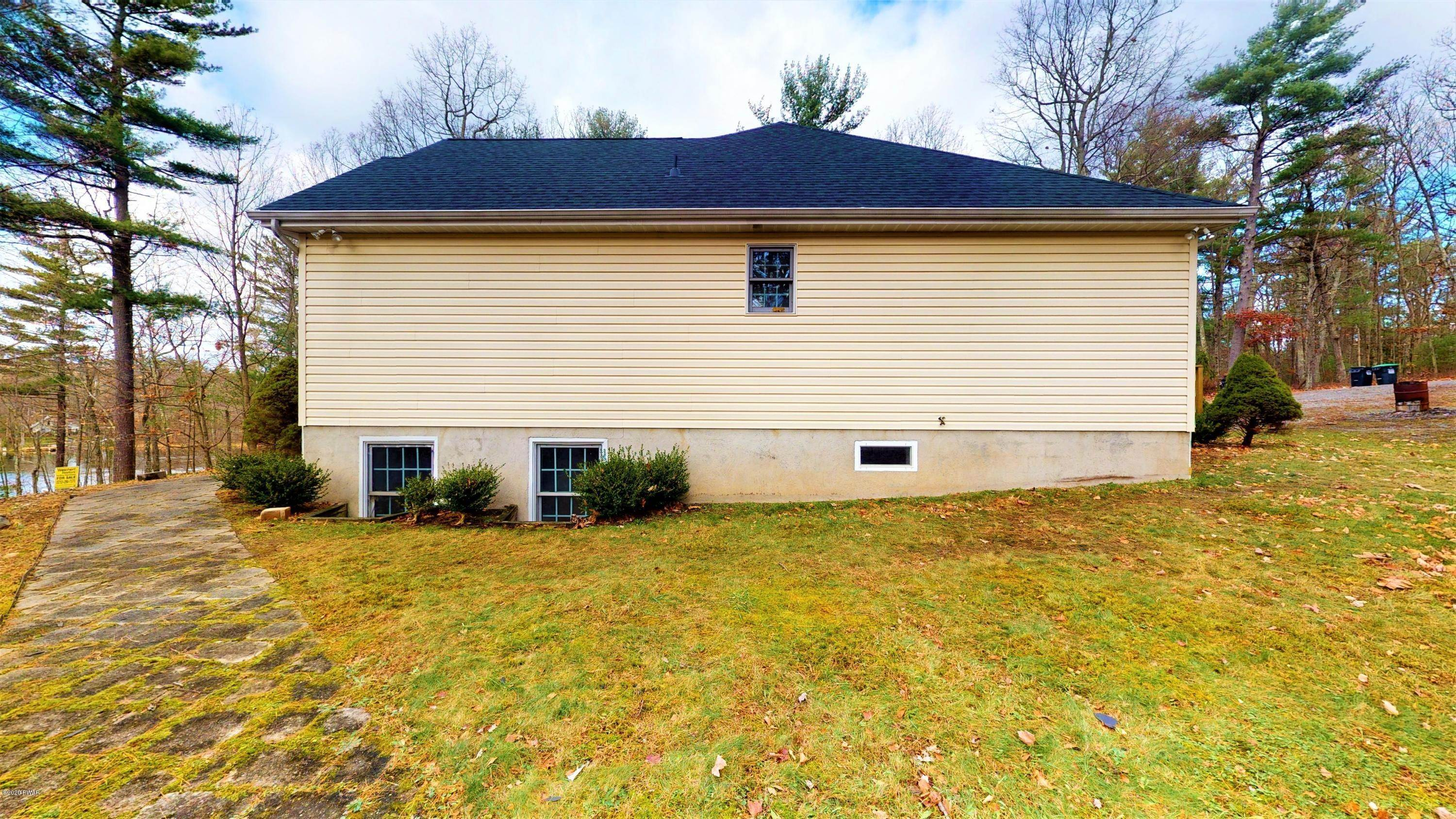 29. Single Family Homes for Sale at 111 Mandy Ln Dingmans Ferry, Pennsylvania 18328 United States