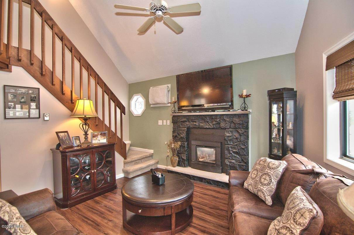 7. Single Family Homes for Sale at 722 Wildwood Ter Lake Ariel, Pennsylvania 18436 United States