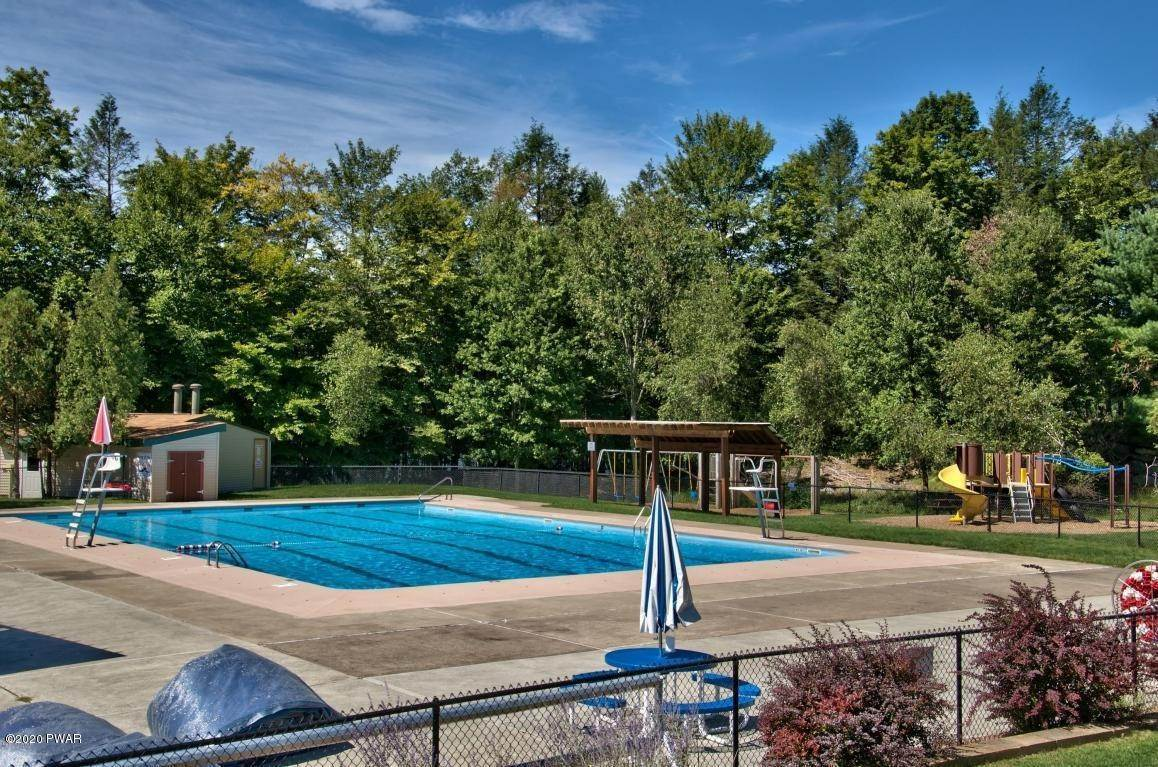 71. Single Family Homes for Sale at 722 Wildwood Ter Lake Ariel, Pennsylvania 18436 United States