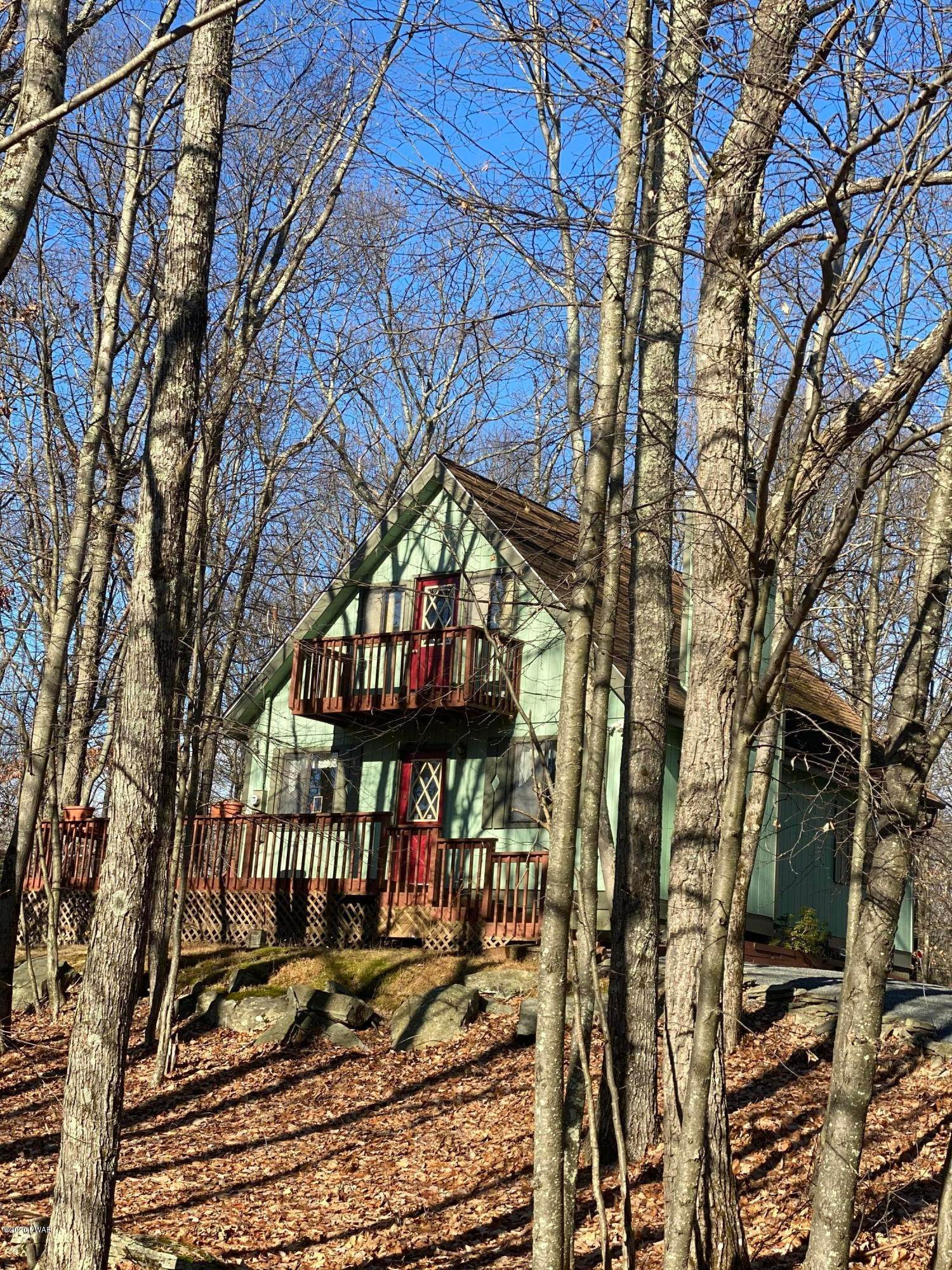 38. Single Family Homes for Sale at 104 Longspur Ln Lords Valley, Pennsylvania 18428 United States