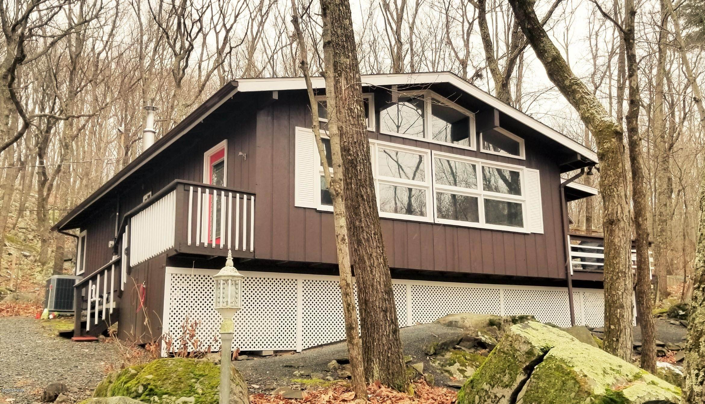 2. Single Family Homes for Sale at 115 Hickory Drive Lords Valley, Pennsylvania 18428 United States
