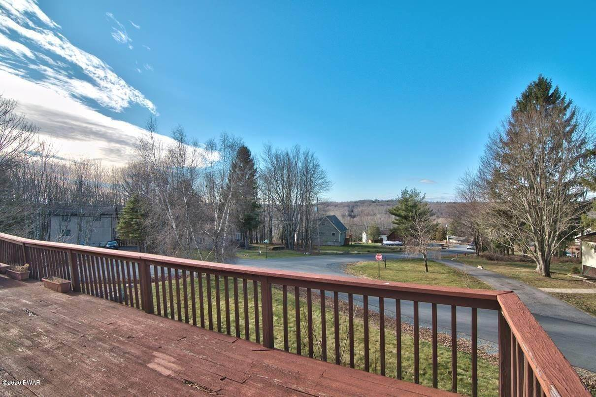 6. Single Family Homes for Sale at 6 Glenwood Ln Lake Ariel, Pennsylvania 18436 United States