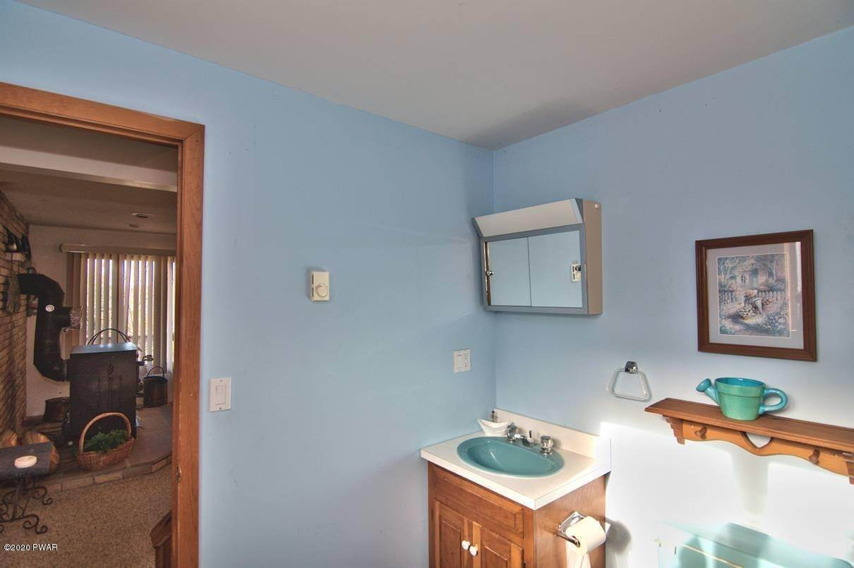 31. Single Family Homes for Sale at 6 Glenwood Ln Lake Ariel, Pennsylvania 18436 United States