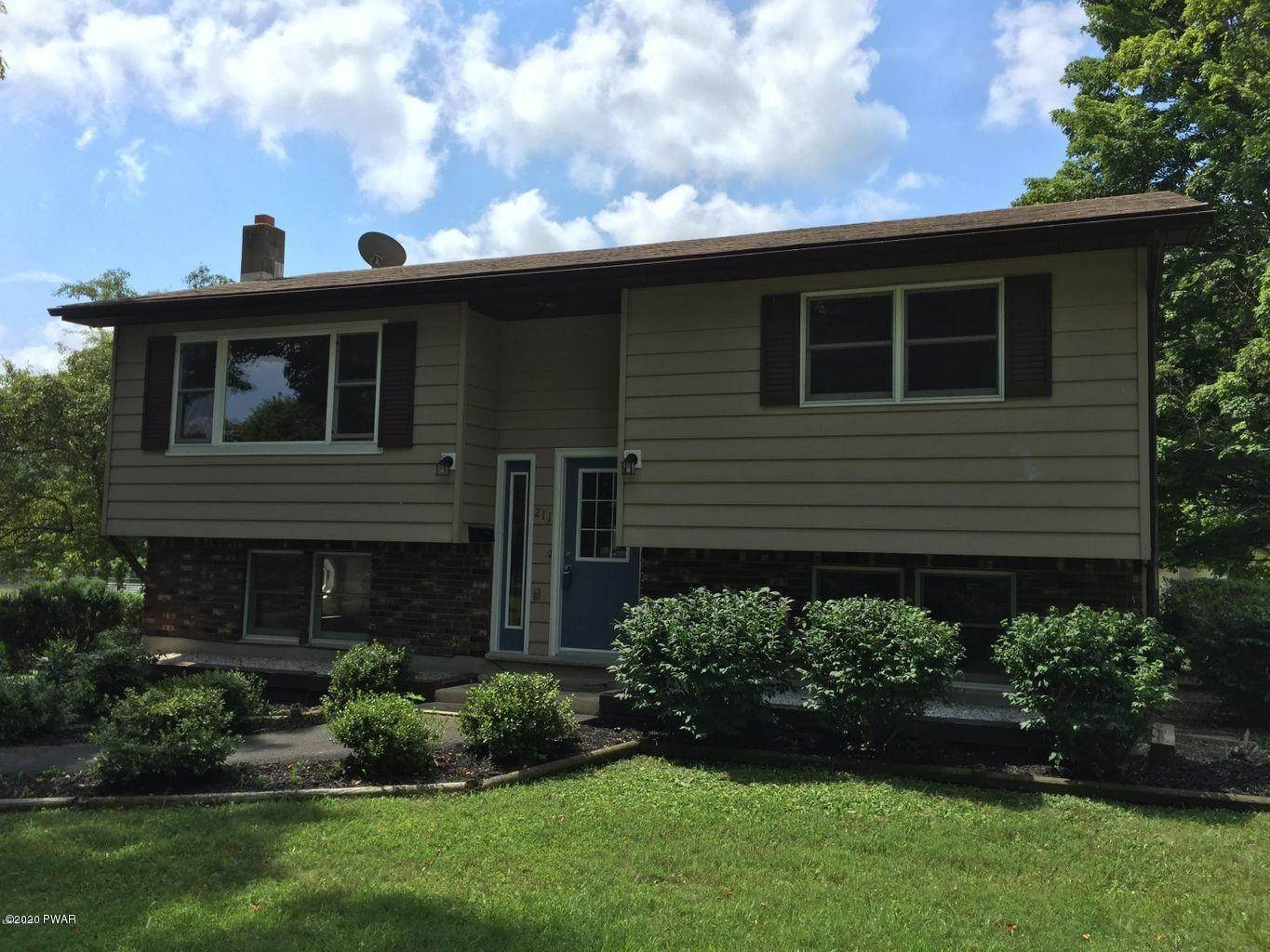 24. Single Family Homes for Sale at 211 E High St Milford, Pennsylvania 18337 United States