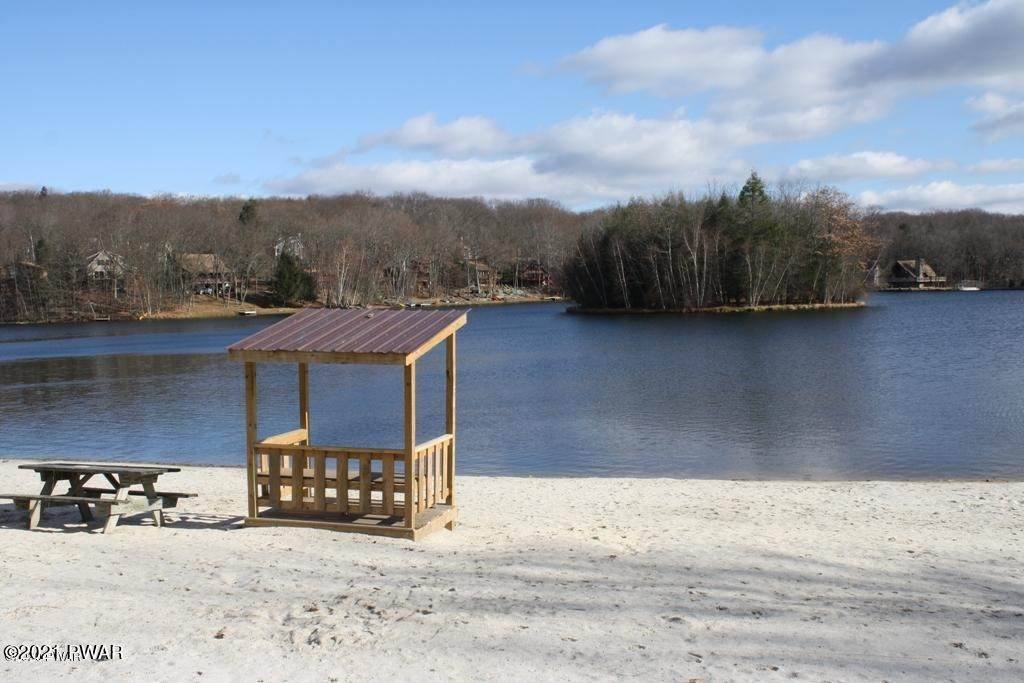 31. Single Family Homes for Sale at 1050 Tomahawk Rd Lake Ariel, Pennsylvania 18436 United States