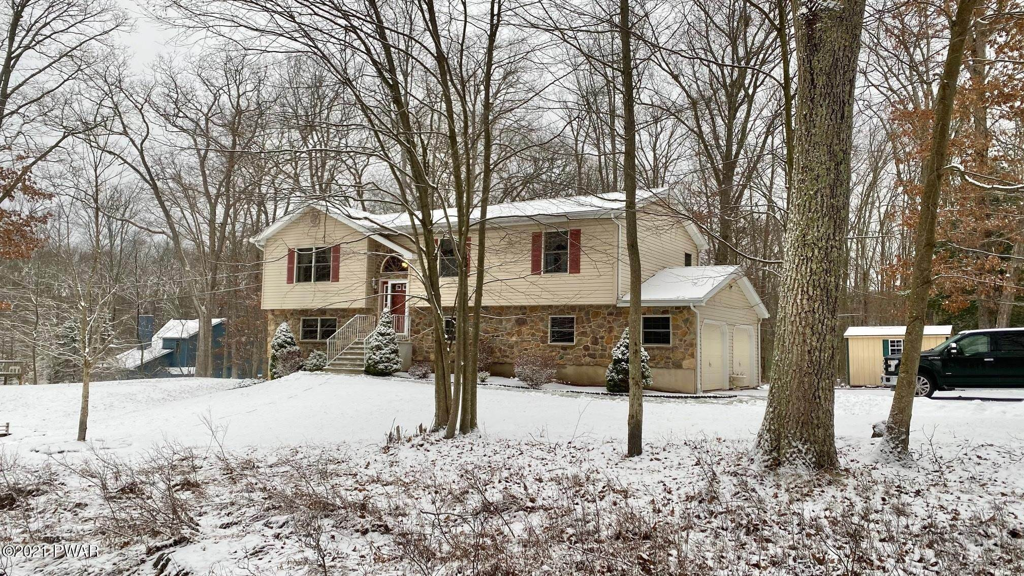 Single Family Homes for Sale at 170 Paper Birch Tafton, Pennsylvania 18464 United States