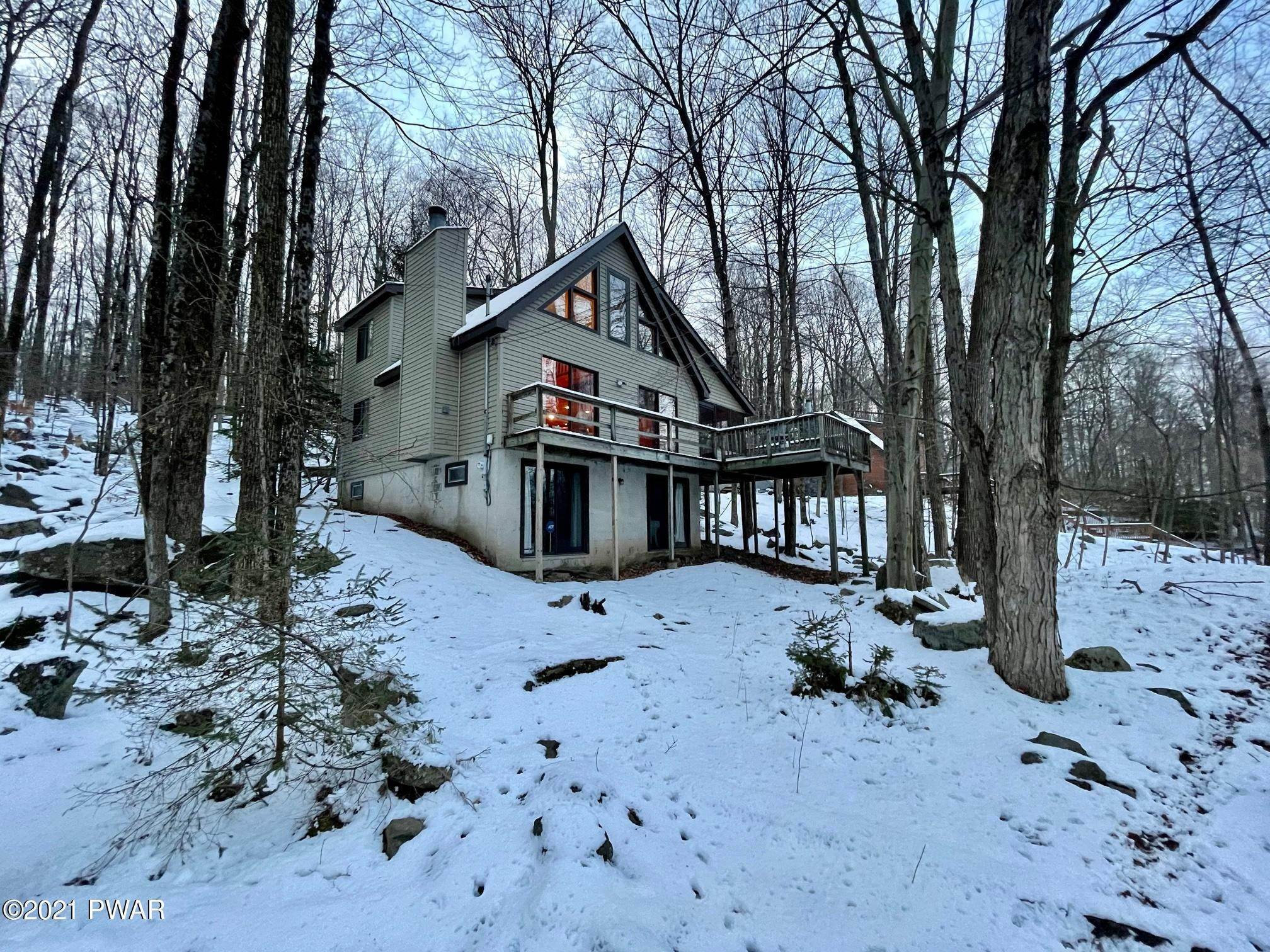 30. Single Family Homes for Sale at 17 Lower Playground Trl Hawley, Pennsylvania 18428 United States