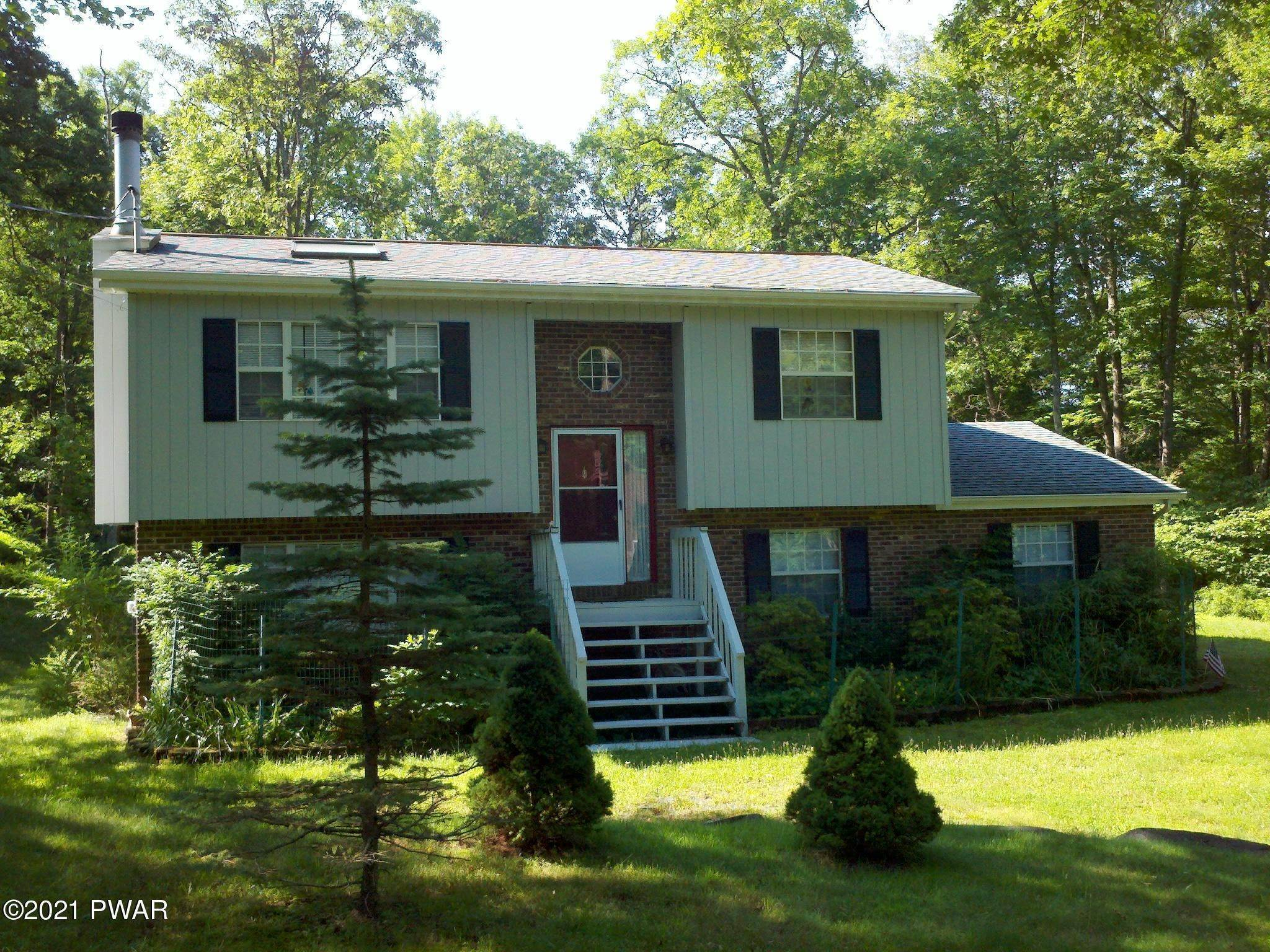 3. Single Family Homes for Sale at 130 Fawn Lake Dr Hawley, Pennsylvania 18428 United States