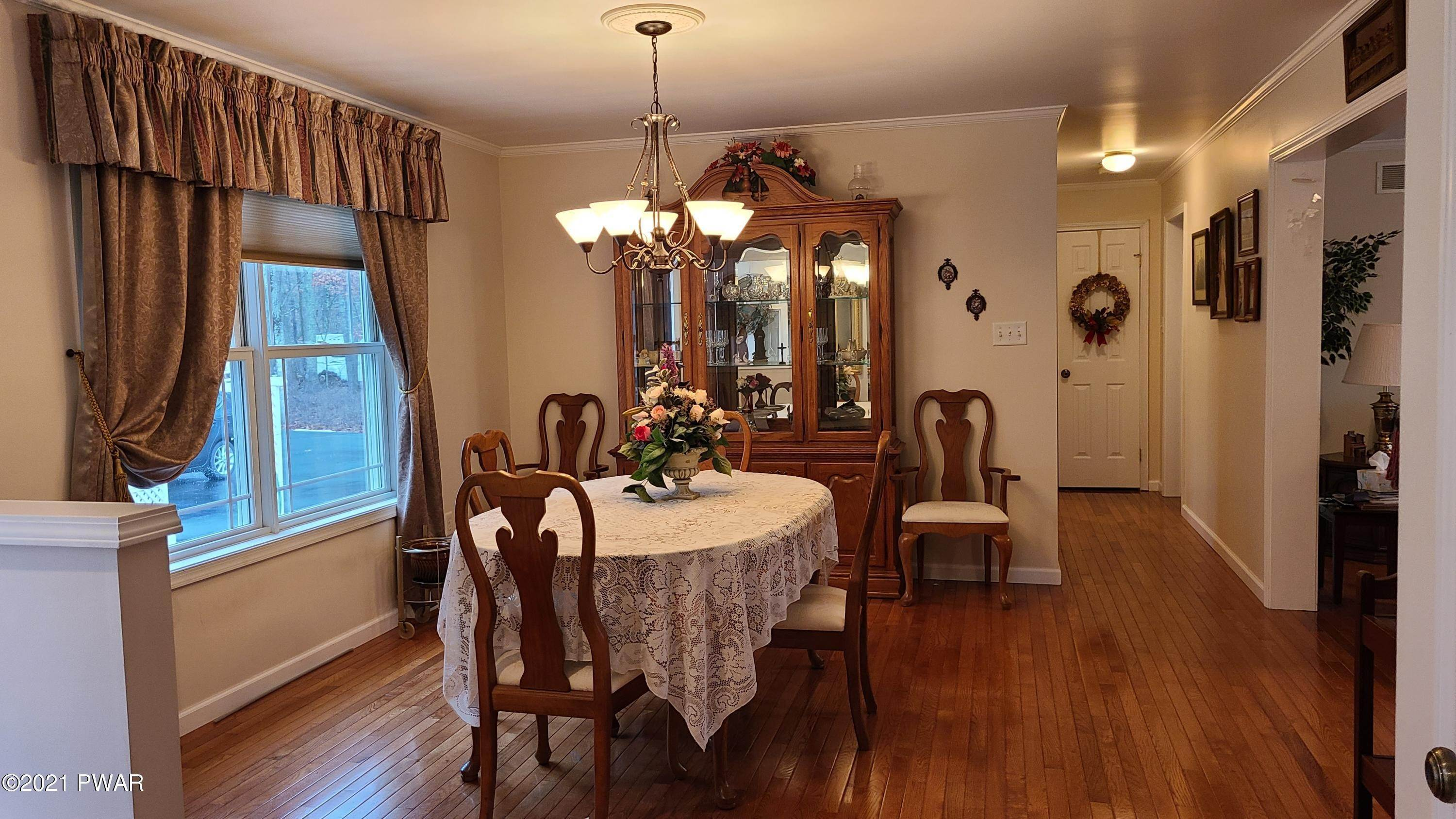 7. Single Family Homes for Sale at 147 Friendship Dr Hawley, Pennsylvania 18428 United States