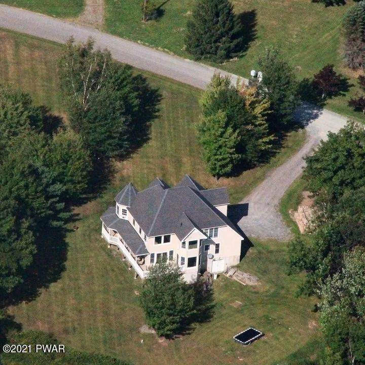 3. Single Family Homes for Sale at 14 Lakeville Ct Lakeville, Pennsylvania 18438 United States