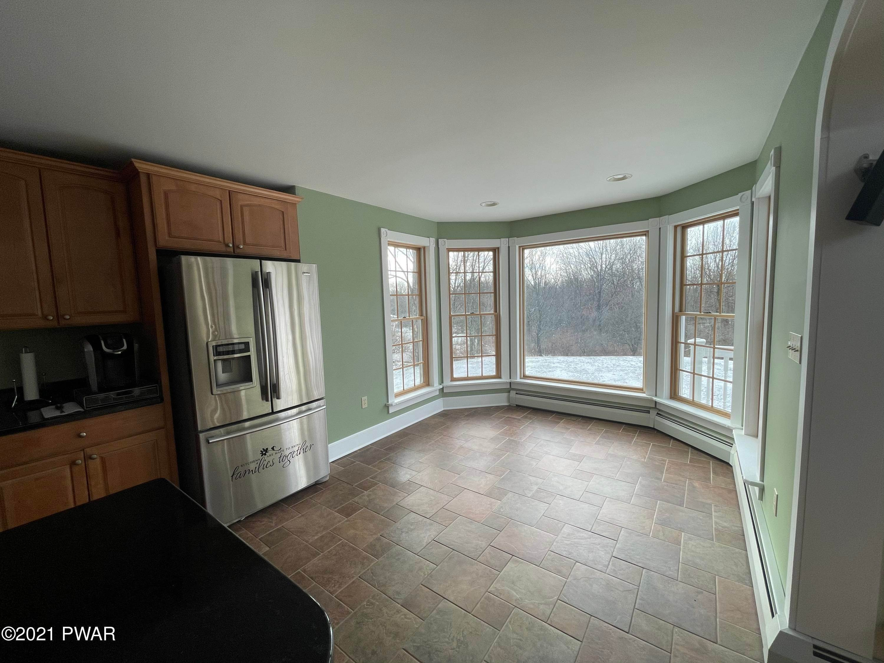 8. Single Family Homes for Sale at 14 Lakeville Ct Lakeville, Pennsylvania 18438 United States
