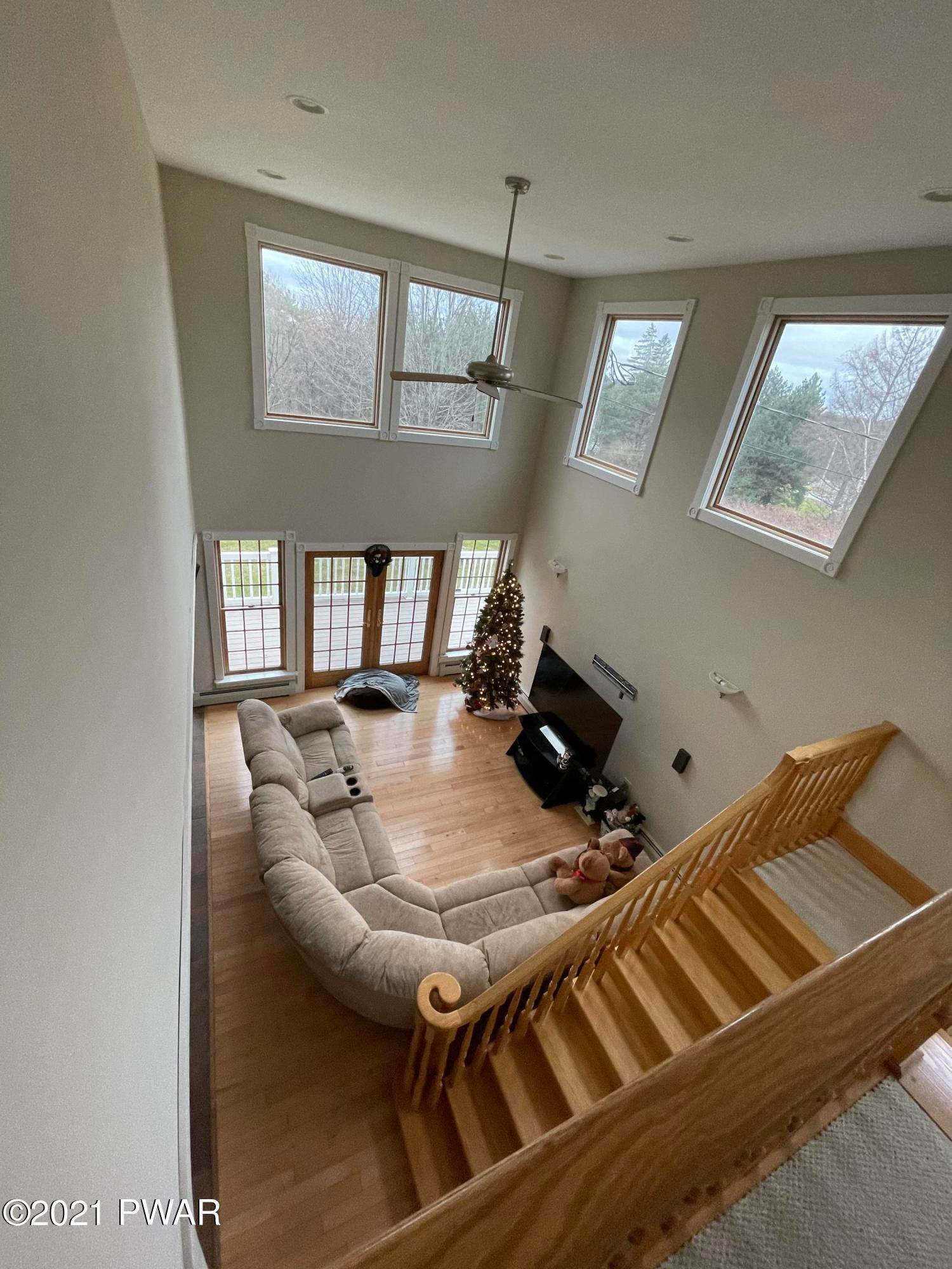 30. Single Family Homes for Sale at 14 Lakeville Ct Lakeville, Pennsylvania 18438 United States