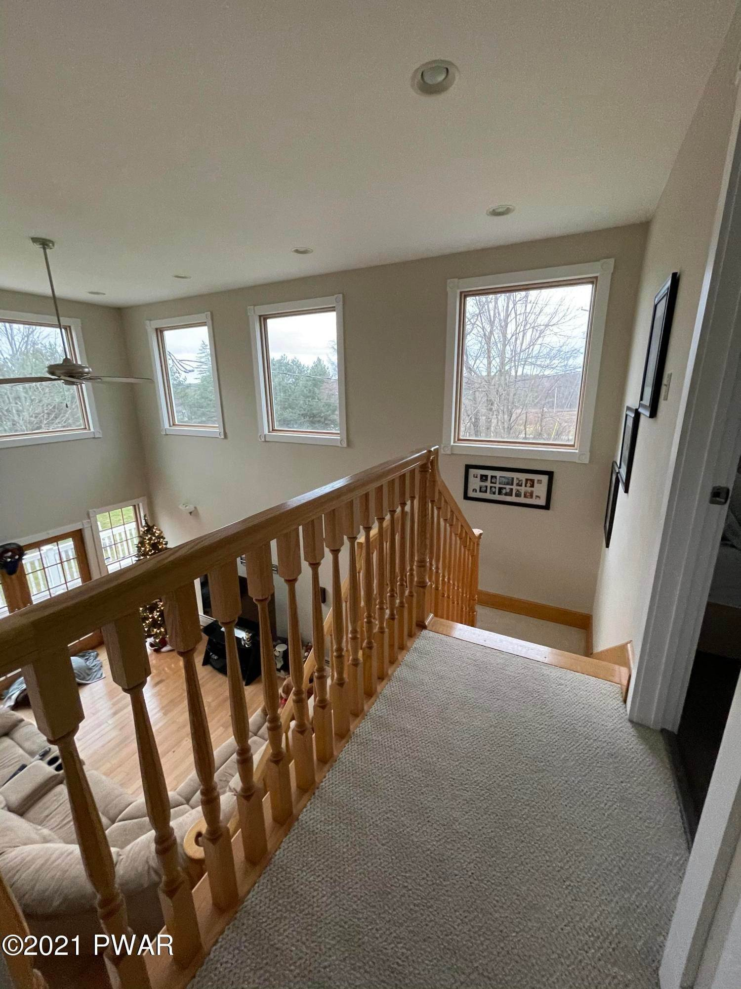 31. Single Family Homes for Sale at 14 Lakeville Ct Lakeville, Pennsylvania 18438 United States