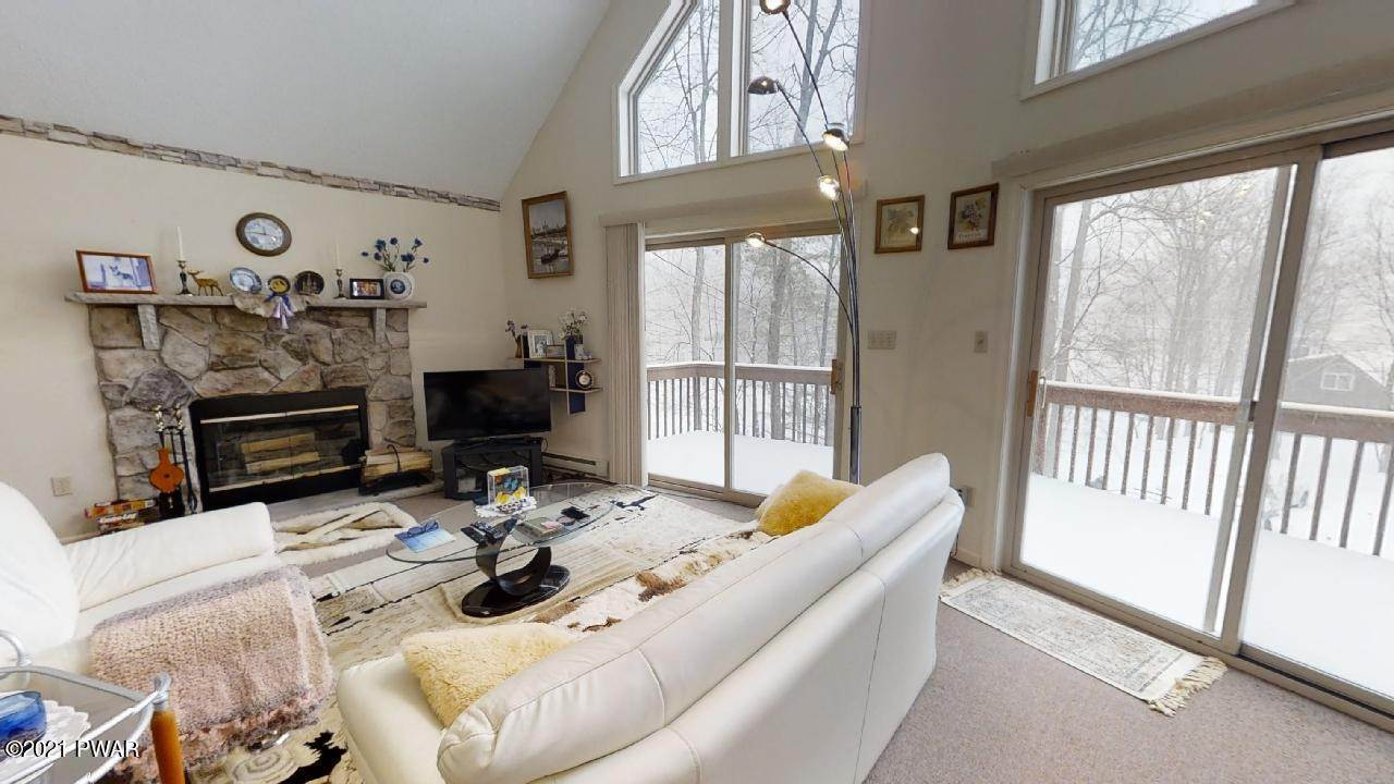 4. Single Family Homes for Sale at 156 Mountain Lake Dr Dingmans Ferry, Pennsylvania 18328 United States