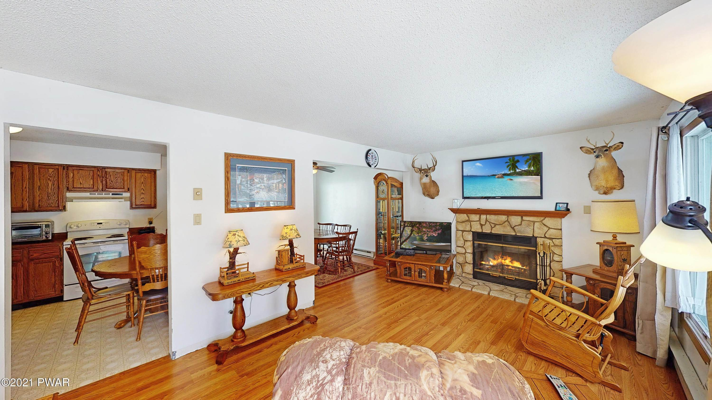 19. Single Family Homes for Sale at 271 Sawkill Rd Milford, Pennsylvania 18337 United States