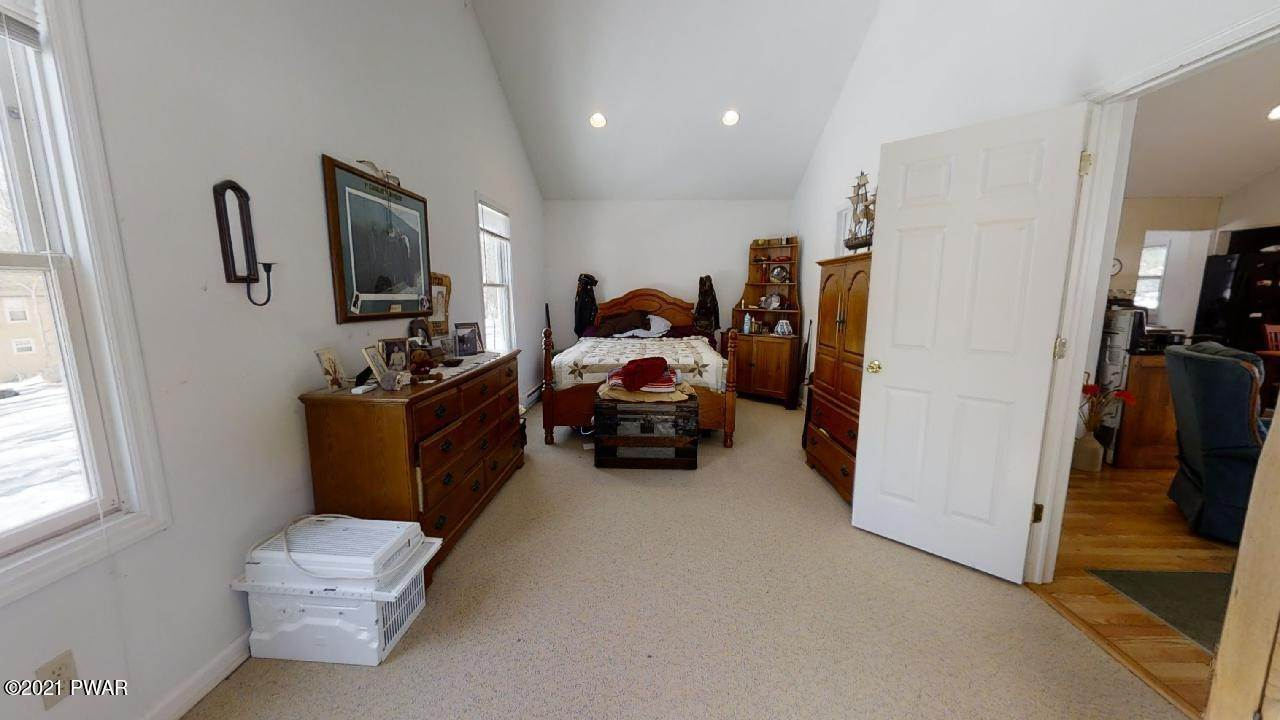 8. Single Family Homes for Sale at 111 Puma Ct Dingmans Ferry, Pennsylvania 18328 United States