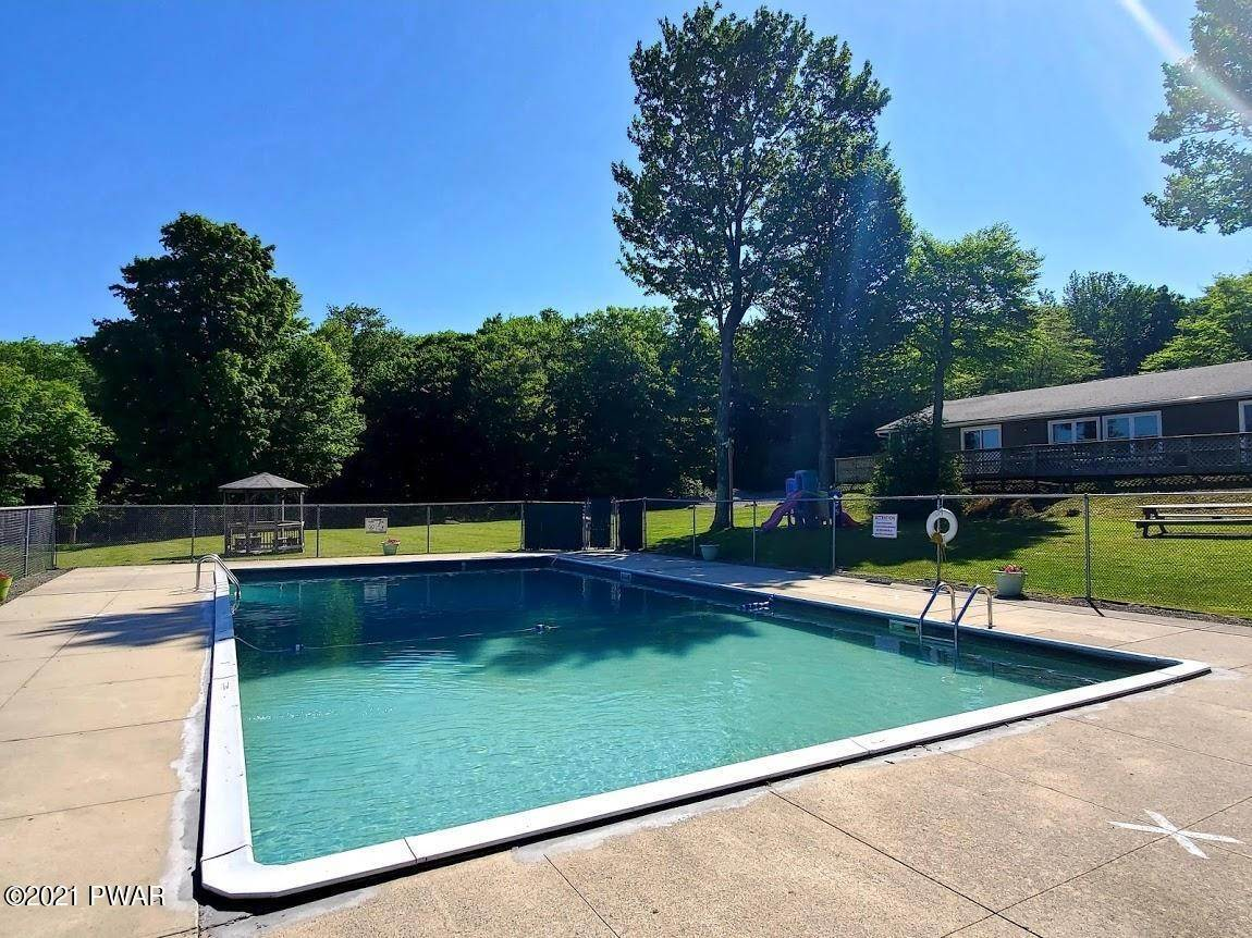 27. Single Family Homes for Sale at 120 Oakwood Dr Greentown, Pennsylvania 18426 United States