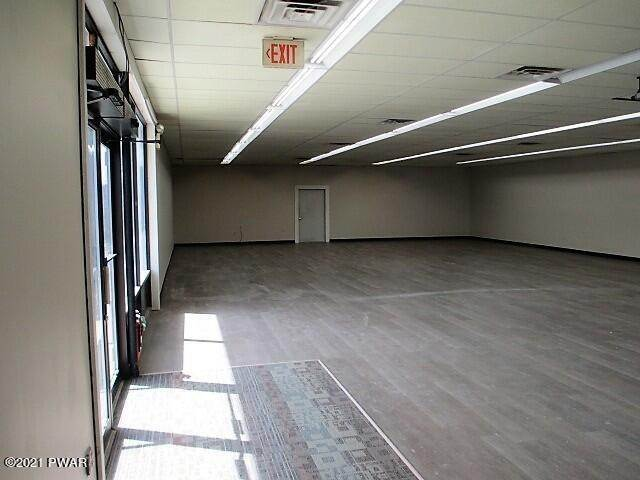 16. Commercial for Sale at 209 Mount Cobb Hwy Lake Ariel, Pennsylvania 18436 United States