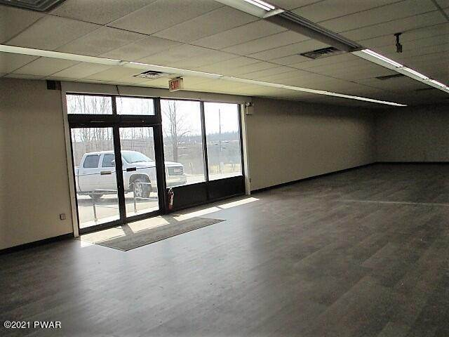 17. Commercial for Sale at 209 Mount Cobb Hwy Lake Ariel, Pennsylvania 18436 United States