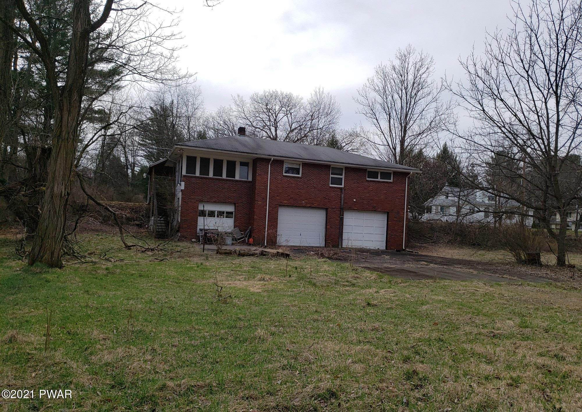 29. Single Family Homes for Sale at 450 Farm St East Stroudsburg, Pennsylvania 18301 United States