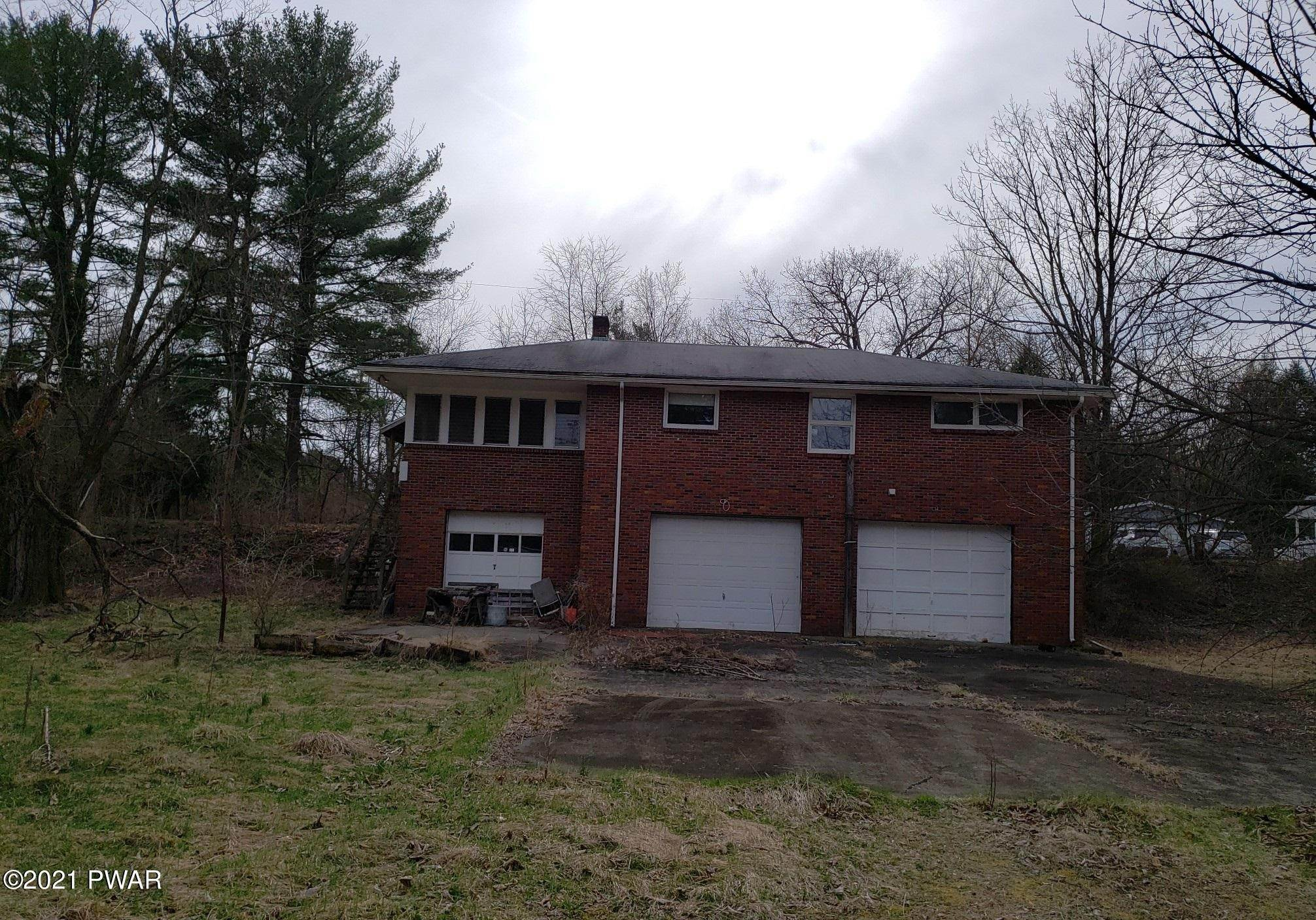 32. Single Family Homes for Sale at 450 Farm St East Stroudsburg, Pennsylvania 18301 United States
